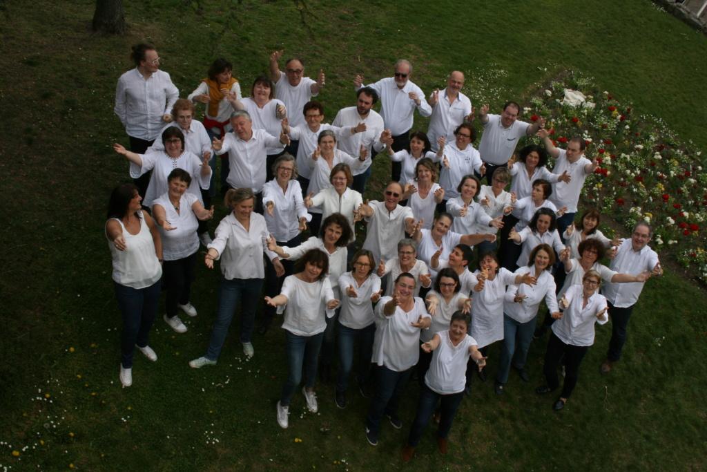 Les choristes de la Clef des Chants en photo au Parc de Bécon à Courbevoie